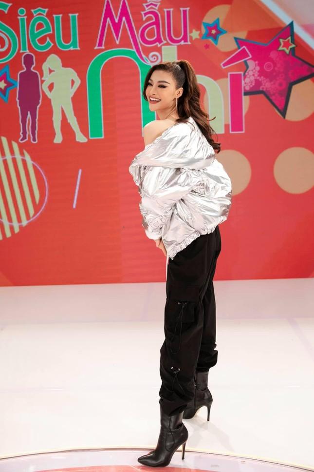 Mai Phương Thuý khoe eo 'con kiến' sexy, Khánh Vân diện váy xẻ khoe vòng một nóng bỏng ảnh 13