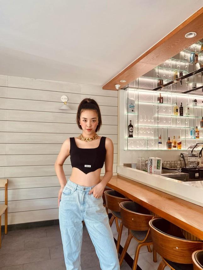 Mai Phương Thuý khoe eo 'con kiến' sexy, Khánh Vân diện váy xẻ khoe vòng một nóng bỏng ảnh 14