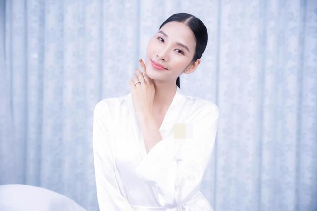 Đỗ Thị Hà khoe vai trần sexy, Hoa hậu Ngọc Khánh tái xuất với áo dài ảnh 7