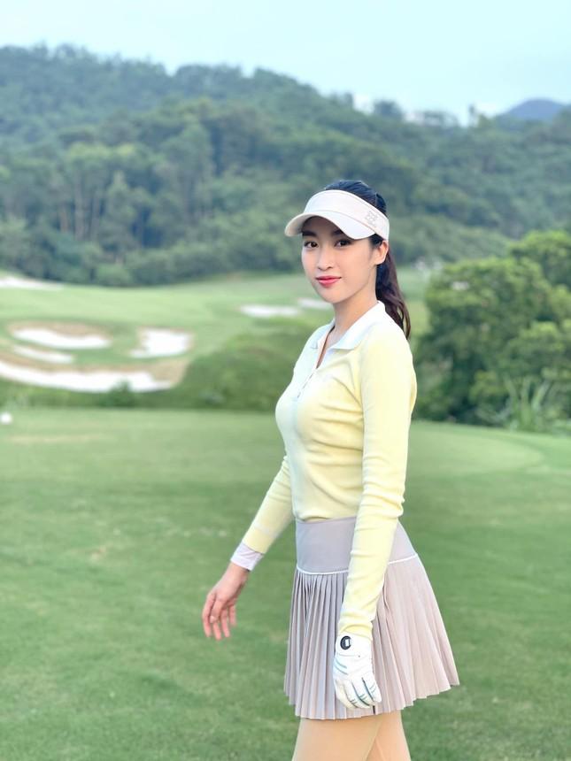 Đỗ Thị Hà khoe vai trần sexy, Hoa hậu Ngọc Khánh tái xuất với áo dài ảnh 8