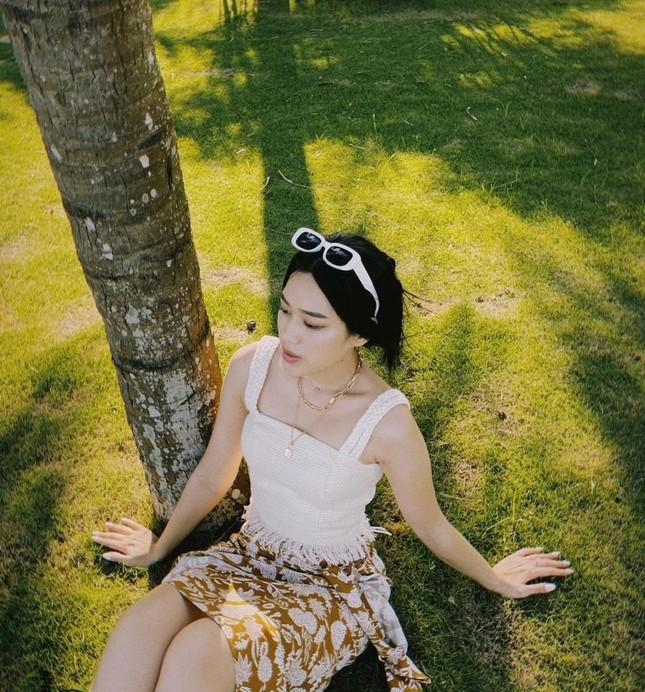 Đỗ Thị Hà khoe vai trần sexy, Hoa hậu Ngọc Khánh tái xuất với áo dài ảnh 2