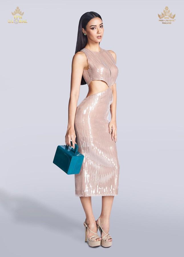 Đối thủ nặng ký của Khánh Vân biến Miss Universe 2020 thành 'sàn diễn thời trang' ảnh 13