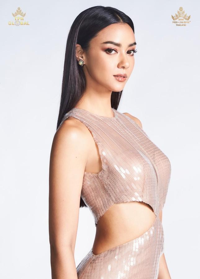 Đối thủ nặng ký của Khánh Vân biến Miss Universe 2020 thành 'sàn diễn thời trang' ảnh 14
