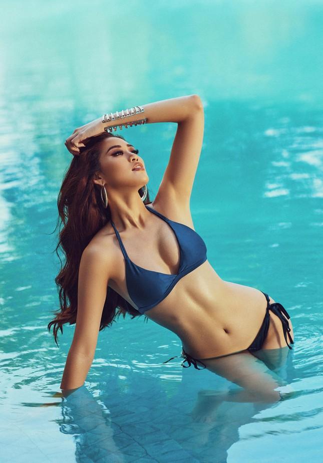 Vừa nhập cuộc Miss Universe, Khánh Vân tung bộ ảnh bikini sexy khiến các đối thủ dè chừng ảnh 9