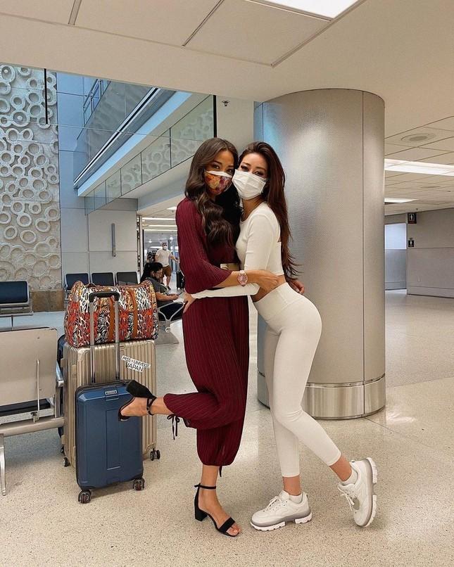 Vừa tới Mỹ, Khánh Vân thể hiện 'chiến thuật' váy áo thông minh làm fan trầm trồ khen ngợi ảnh 3
