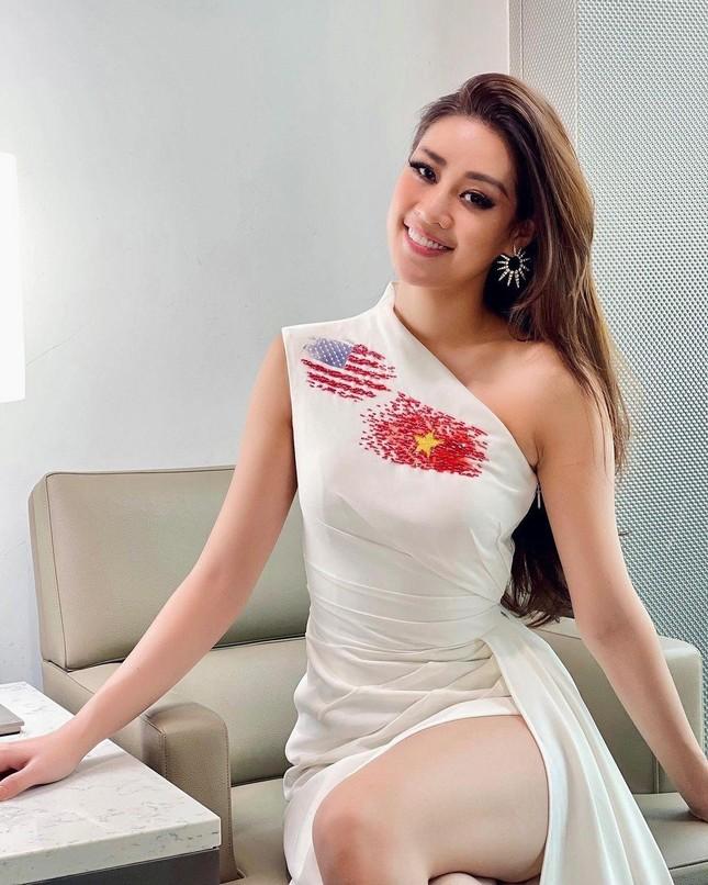Vừa tới Mỹ, Khánh Vân thể hiện 'chiến thuật' váy áo thông minh làm fan trầm trồ khen ngợi ảnh 10