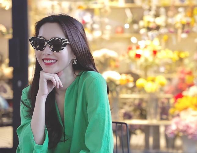 Ngọc Thảo tái xuất nóng bỏng sau Miss Grand, Đặng Thu Thảo sành điệu qua ống kính ông xã ảnh 3