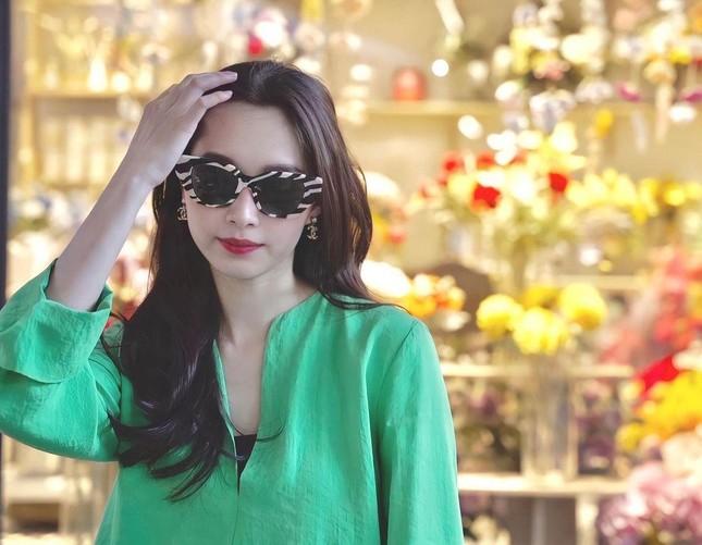Ngọc Thảo tái xuất nóng bỏng sau Miss Grand, Đặng Thu Thảo sành điệu qua ống kính ông xã ảnh 2