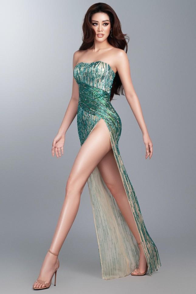Mừng fanpage đạt 1 triệu follow, Khánh Vân tung loạt váy dạ hội cho bán kết Miss Universe ảnh 2