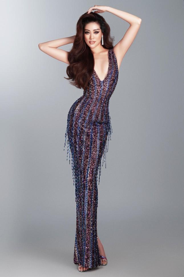 Mừng fanpage đạt 1 triệu follow, Khánh Vân tung loạt váy dạ hội cho bán kết Miss Universe ảnh 5