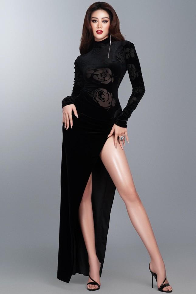 Mừng fanpage đạt 1 triệu follow, Khánh Vân tung loạt váy dạ hội cho bán kết Miss Universe ảnh 7