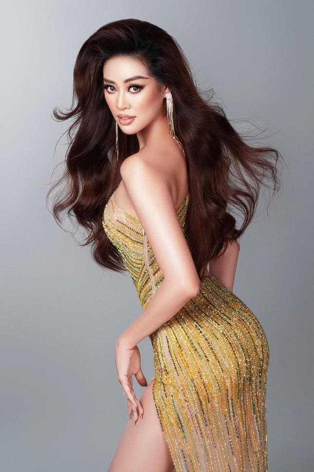 Mừng fanpage đạt 1 triệu follow, Khánh Vân tung loạt váy dạ hội cho bán kết Miss Universe ảnh 9