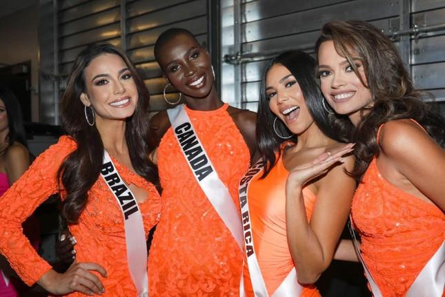 Xem trực tiếp Khánh Vân tranh tài tại đêm chung kết Miss Universe 2020 ảnh 3