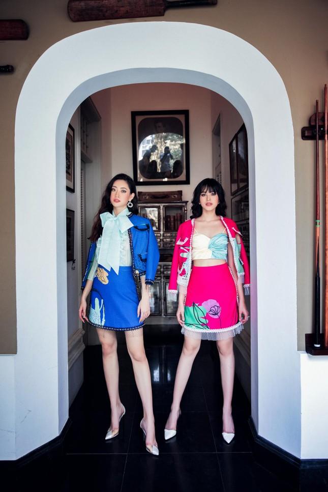 Hoa hậu Đỗ Thị Hà biến đổi đa dạng phong cách, 'tăng tốc' để chuẩn bị cho Miss World? ảnh 2