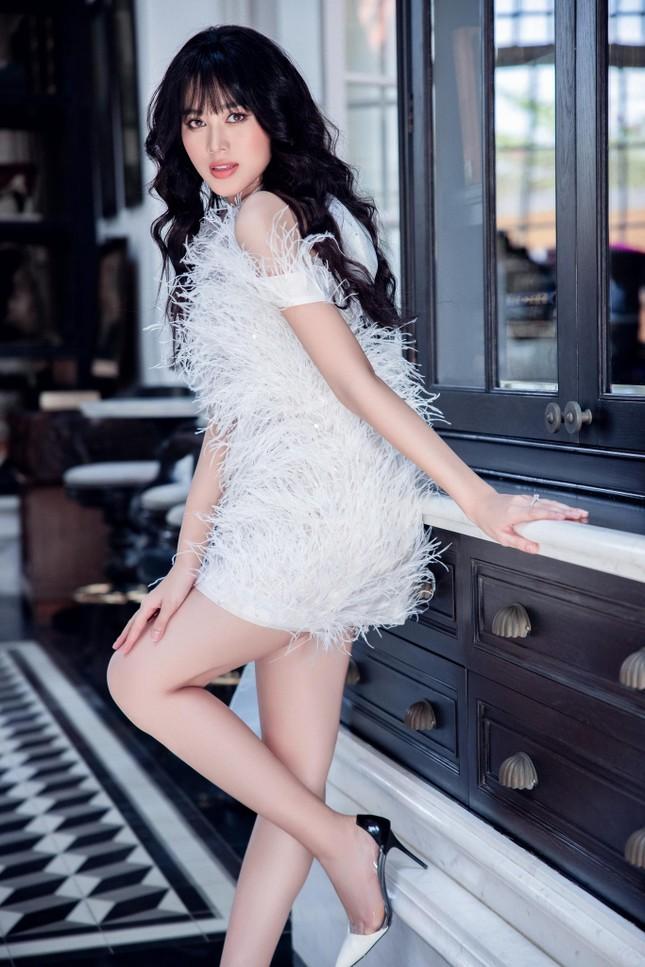 Hoa hậu Đỗ Thị Hà biến đổi đa dạng phong cách, 'tăng tốc' để chuẩn bị cho Miss World? ảnh 4