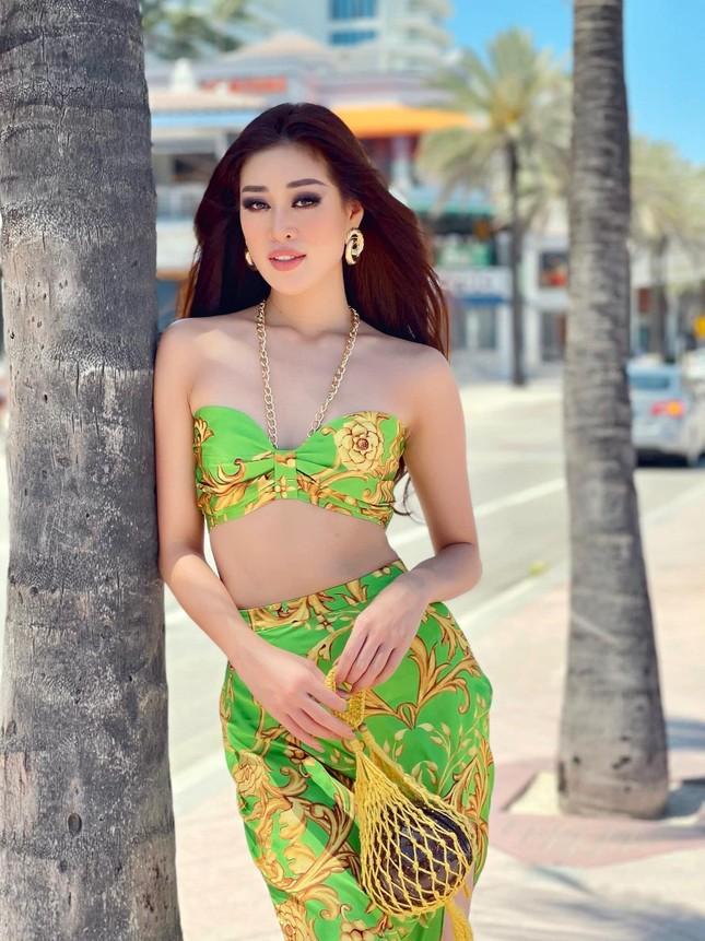 Tiểu Vy cực 'ngầu' với phong cách menswear, H'Hen Niê khoe dáng nóng bỏng với áo tắm ảnh 8