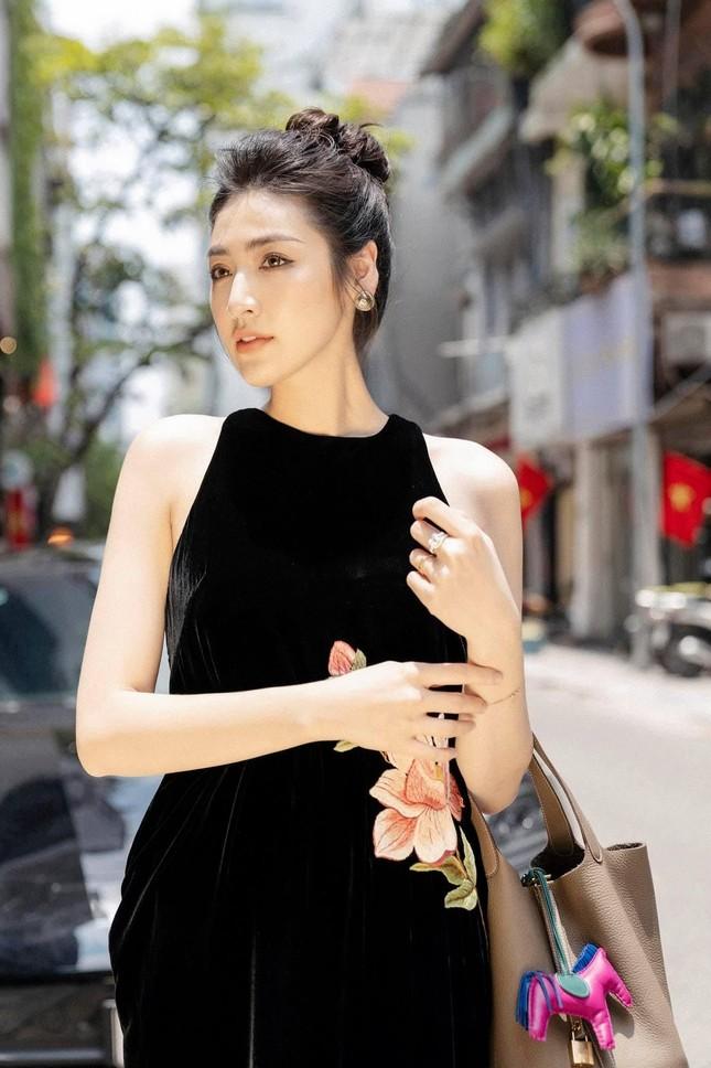 Tiểu Vy cực 'ngầu' với phong cách menswear, H'Hen Niê khoe dáng nóng bỏng với áo tắm ảnh 14