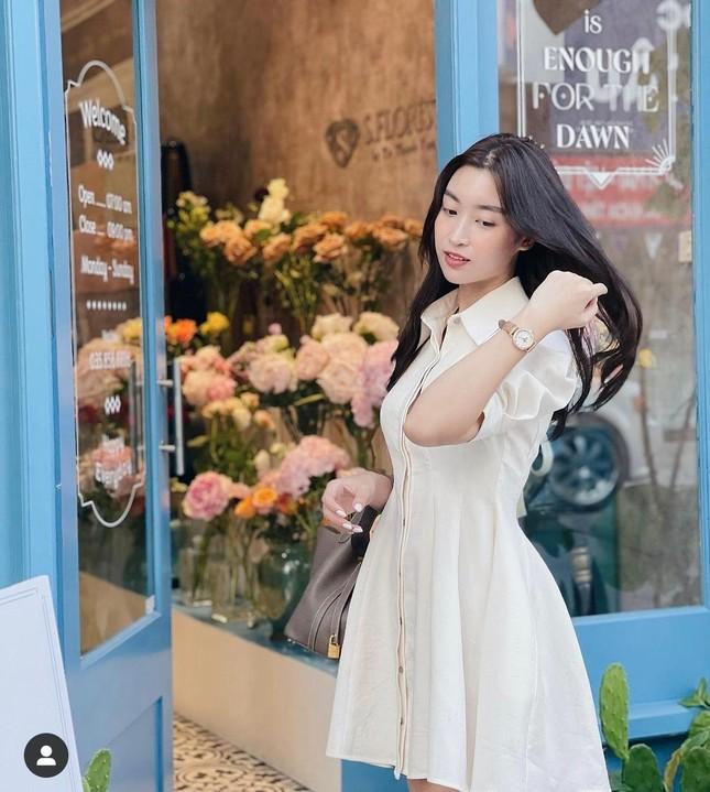 Tiểu Vy cực 'ngầu' với phong cách menswear, H'Hen Niê khoe dáng nóng bỏng với áo tắm ảnh 9