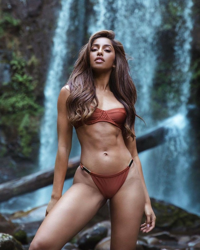 Maria Thattil - cô nàng 'nấm lùn' làm nên kỳ tích lọt top 10 Miss Universe 2021 ảnh 3