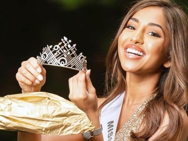 Maria Thattil - cô nàng 'nấm lùn' làm nên kỳ tích lọt top 10 Miss Universe 2021 ảnh 1