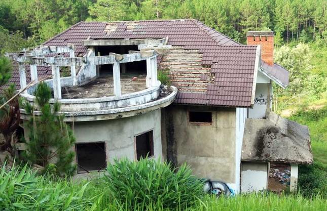 Hàng chục biệt thự nghỉ dưỡng bị bỏ hoang trên đồi thông Đà Lạt ảnh 2