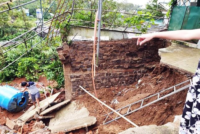 Hàng loạt tuyến đường ở thành phố Bảo Lộc bị ngập sâu sau trận mưa lớn ảnh 2