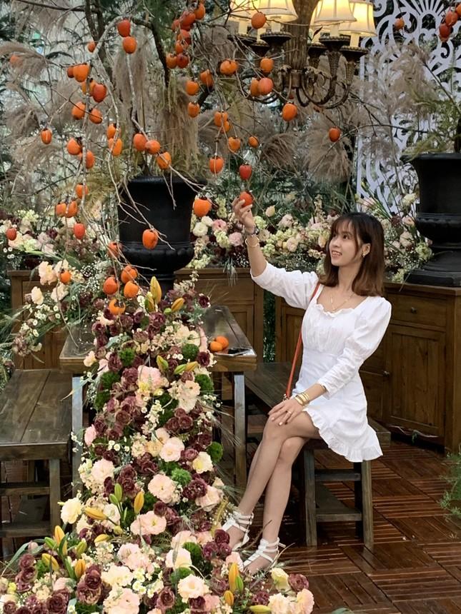 Chiếc váy cưới kỷ lục kết bằng 1 tấn hoa tươi tại Festival hoa Đà Lạt ảnh 3
