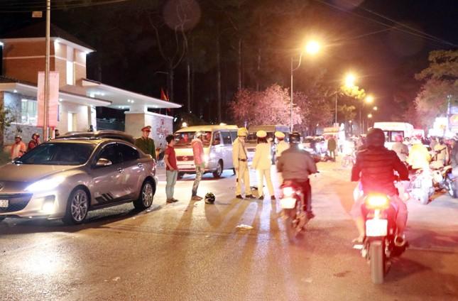 Tại nạn liên hoàn ở Đà Lạt, hai người ngã văng ra đường tử vong ảnh 1