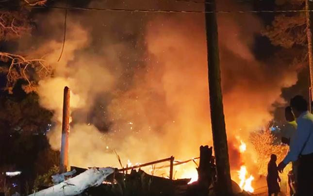 Liên tiếp 2 vụ cháy nhà và xưởng gỗ dưới tán rừng thông Đà Lạt ảnh 3