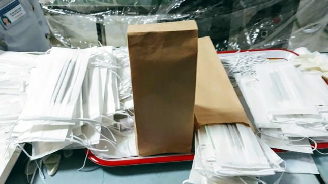 Trường Cao đẳng Y tế Lâm Đồng sản xuất khẩu trang để cấp phát miễn phí ảnh 1