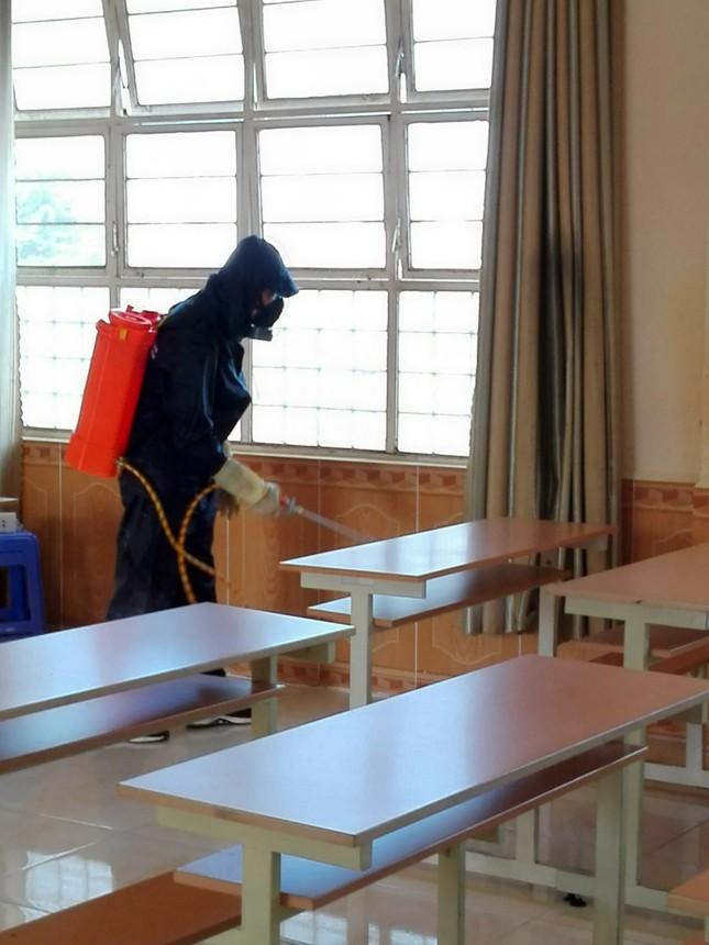 Trường Cao đẳng Y tế Lâm Đồng sản xuất khẩu trang để cấp phát miễn phí ảnh 4
