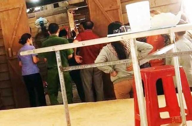 Học sinh lớp 4 chết trong tư thế treo cổ trong vườn nhà ảnh 1