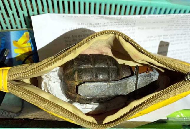 Bắt đối tượng tàng trữ ma túy, vũ khí quân dụng ảnh 2