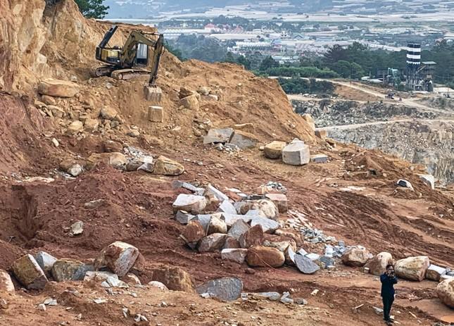 3 công ty cùng khai thác đá, đồi Du Sinh bị 'xé' tan hoang ảnh 2