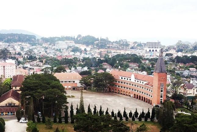 Ngôi trường đẹp bậc nhất Việt Nam có nguy cơ 'mất tên' ảnh 3