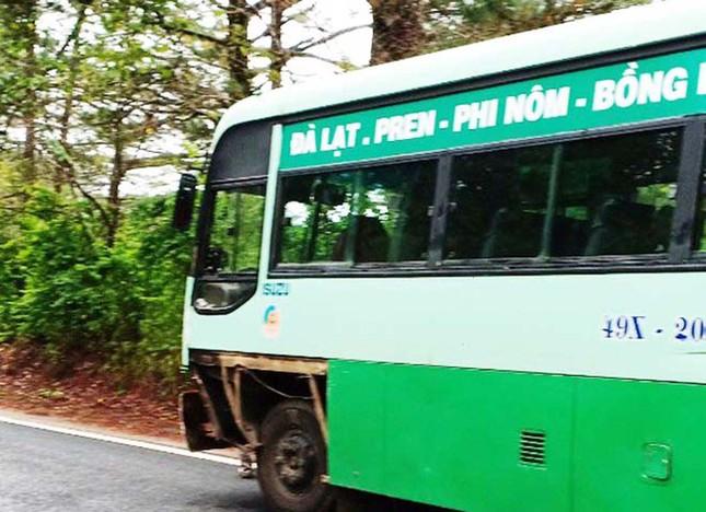 Tông ngược chiều với xe buýt đang đổ đèo, người đàn ông tử vong ảnh 2