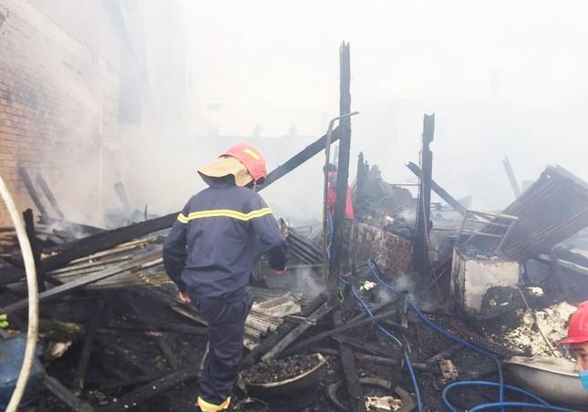 Hỏa hoạn thiêu rụi 4 căn nhà gần Quốc lộ 20 ở Lâm Đồng ảnh 2