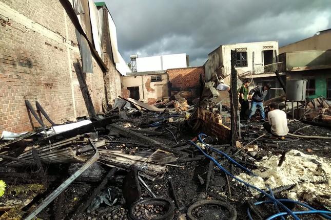 Hỏa hoạn thiêu rụi 4 căn nhà gần Quốc lộ 20 ở Lâm Đồng ảnh 3