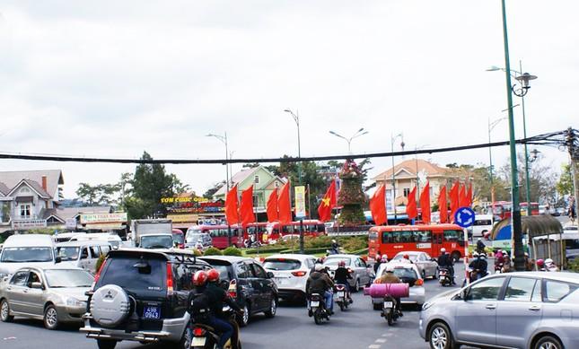 Thành phố 'không đèn giao thông' muốn lắp đèn đỏ ảnh 2
