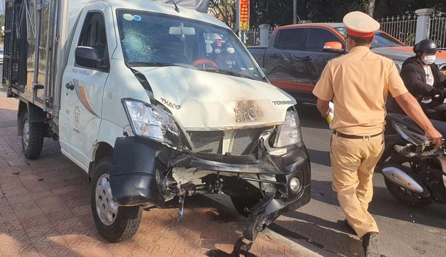Đà Lạt: Xe tải tông xe máy văng vào trụ điện cháy rụi ảnh 2