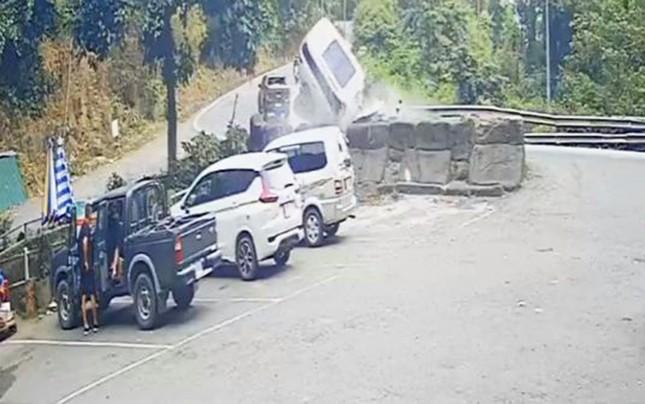 Gặp đại nạn trên đèo Bảo Lộc, 4 người trong gia đình thương vong ảnh 1