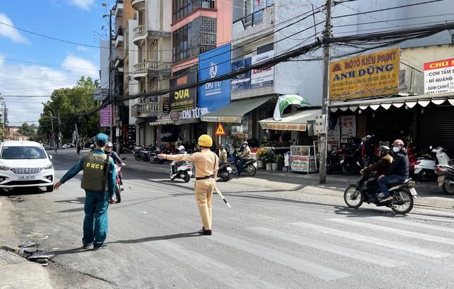 Đà Lạt: Phạt nặng hàng trăm du khách, người địa phương không đeo khẩu trang ảnh 1
