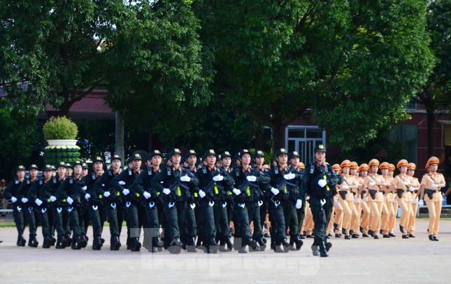 Mục kích những màn nội công thượng thừa của cảnh sát cơ động ảnh 3