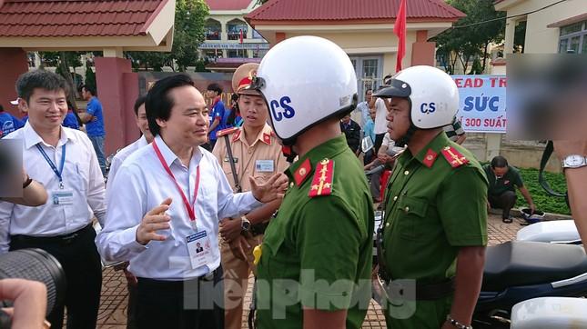 Bộ trưởng Phùng Xuân Nhạ chỉ đạo công tác coi thi ở Đắk Lắk ảnh 4