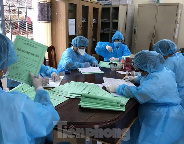 Chùm ảnh mới nhất về bệnh nhân COVID-19 đầu tiên và bác sỹ điều trị ở Đắk Lắk ảnh 1