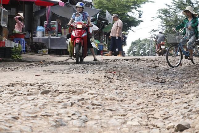 Đánh cược mạng sống trên những con đường dày đặc 'ổ voi' ảnh 9