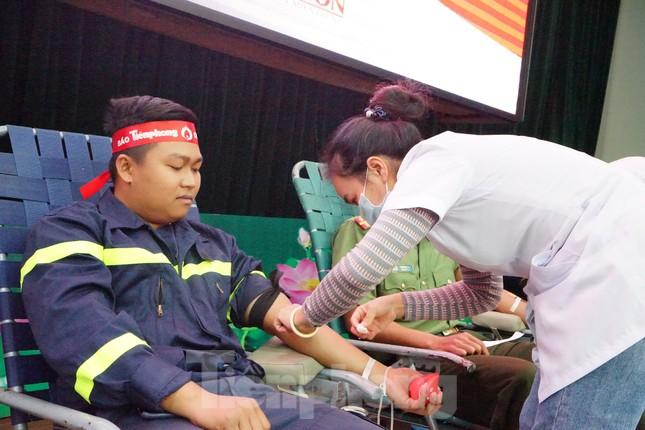 Chủ nhật Đỏ tại Công an tỉnh Đắk Lắk: Nhà tu hành, người dân vào hiến máu ảnh 16