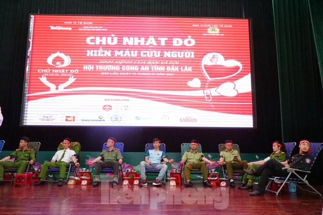 Chủ nhật Đỏ tại Công an tỉnh Đắk Lắk: Nhà tu hành, người dân vào hiến máu ảnh 21