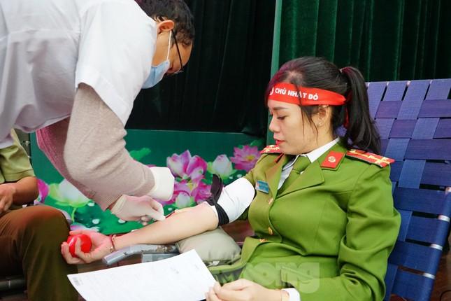 Chủ nhật Đỏ tại Công an tỉnh Đắk Lắk: Nhà tu hành, người dân vào hiến máu ảnh 17