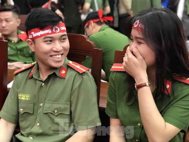 Chủ nhật Đỏ tại Công an tỉnh Đắk Lắk: Nhà tu hành, người dân vào hiến máu ảnh 13